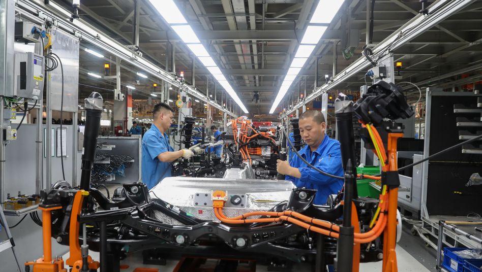 Produktion bei SAIC Volkswagen in China: Während sich der VW-Absatz in China im April zuletzt erholte (+2,5 Prozent) setzte die Kernmarke VW in Europa wegen der voll durchschlagenden Corona-Krise in Europa 83 Prozent weniger Autos ab
