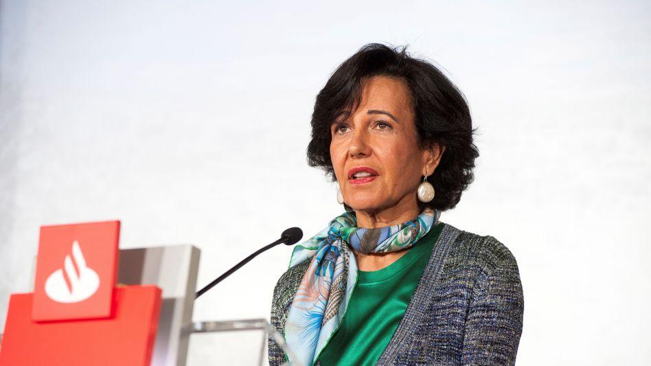 Ana Botín: Die Chefin von Spaniens Großbank stellt den Aktionären nach einem historisch schlechten Jahr für die Zukunft mehr Dividende in Aussicht