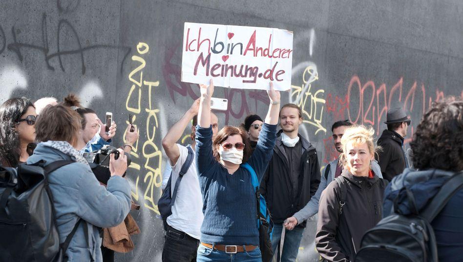 Berlin am 1. Mai: Unangemeldeter Prostest gegen die Einschränkungen durch die Corona-Verordnungen.