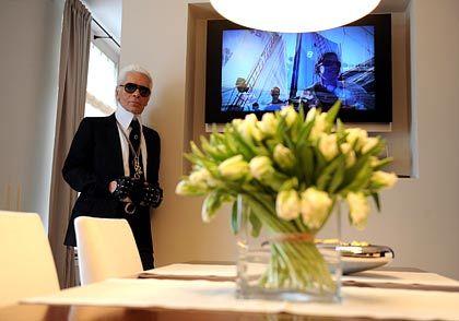 Gehobene Eleganz: Karl Lagerfeld im Showroom des neuen Luxusquartiers der Hamburger Sophienterrassen