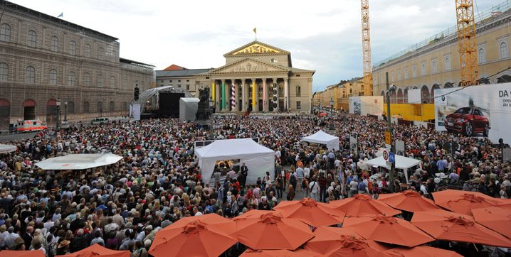 """Ein Volksfest: Im vergangenen Jahr wurde beim Public Viewing der """"Fidelio""""-Vorstellung die Oper in München live auf eine Großleinwand übertragen"""