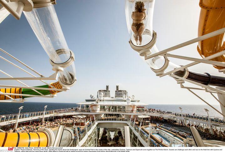 """Rutsche mit Aussicht: An Bord des Megaschiffs """"Harmony of the Seas""""."""
