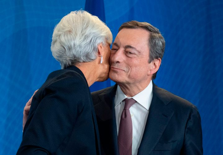 "Mario Draghi mit Nachfolgerin Christine Lagarde: ""We never give up."""
