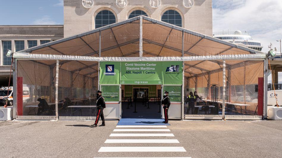Impfzentrum in Neapel: In der Stunde der Not empfanden die Italiener China als hilfreicher als die EU