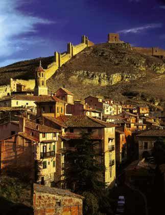 Weit entfernt von den Urlauberstränden: Albarracín liegt im südlichen Aragonien zwischen Madrid und dem Mittelmeer