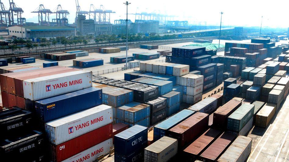 Container in einem Hafen in China: Die P&R-Anleger haben Milliarden in die Stahlboxen gesteckt - jetzt drohen immense Verluste.