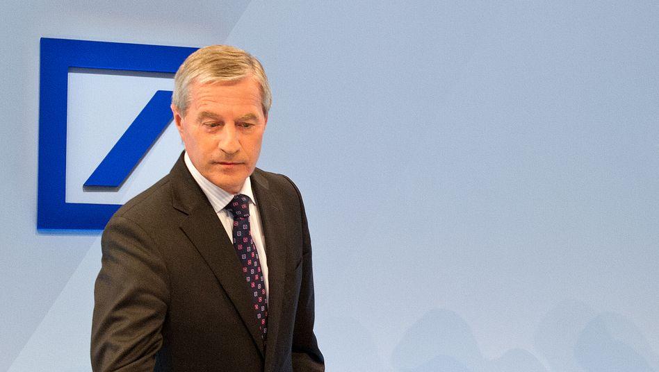 Falsch verbunden: Der Anruf von Deutsche-Bank-Chef Fitschen beim hessischen Ministerpräsidenten kam in der Öffentlichkeit nicht gut an