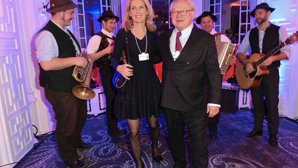 Geht allmählich die Nachfolgeplanung an: Verleger Hubert Burda (rechts, mit Ehefrau Maria Furtwängler)