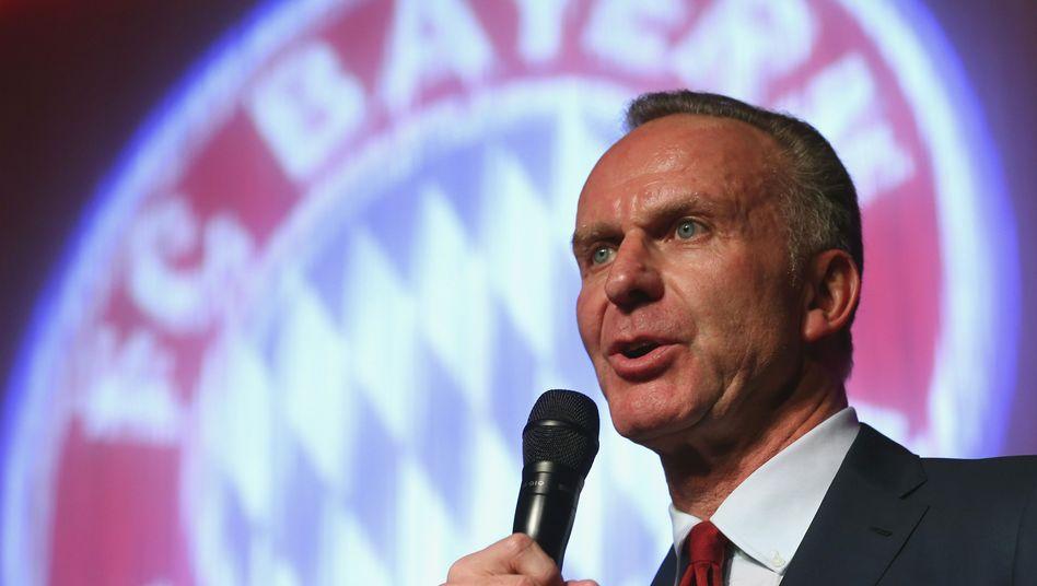 Bis zum Vierfachen der heutigen TV-Einnahmen glaubt Bayern-Vorstandschef Karl-Heinz Rummenigge einnehmen zu können, wenn der Fußball-Erstligist die TV-Rechte künftig selbst aushandelte