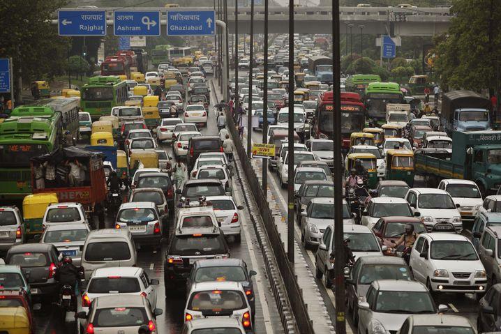 Straßenverkehr in Neu-Delhi: