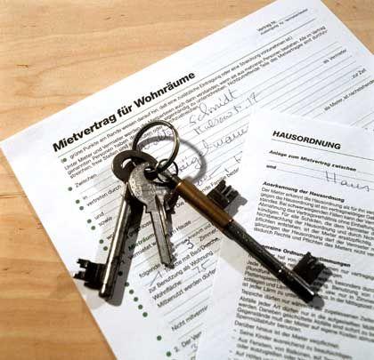 Mietvertrag: Jede dritte Mieterhöhung in Deutschland sei fehlerhaft, behauptet der Mieterbund.