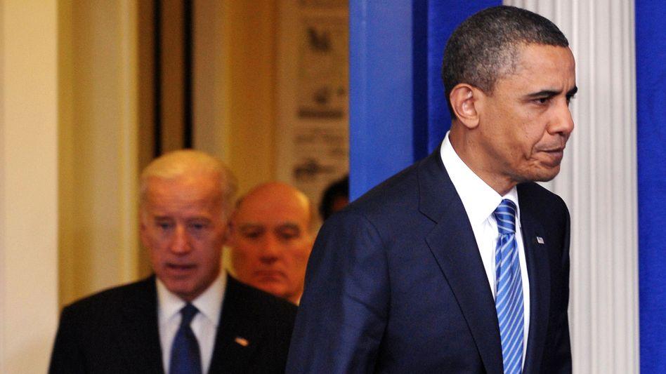 Im Schuldensumpf: US-Präsident Barack Obama (r), Vize Joe Biden (l) and White House Chief of Staff William Daley (Mitte) während der Etatverhandlungen