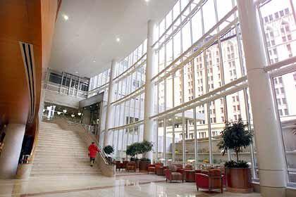Mayo Clinic, Minnesota: In dem repräsentativen Großklinikum werden jährlich 1,5 Millionen Patienten behandelt - darunter Führungskräfte aus aller Welt.