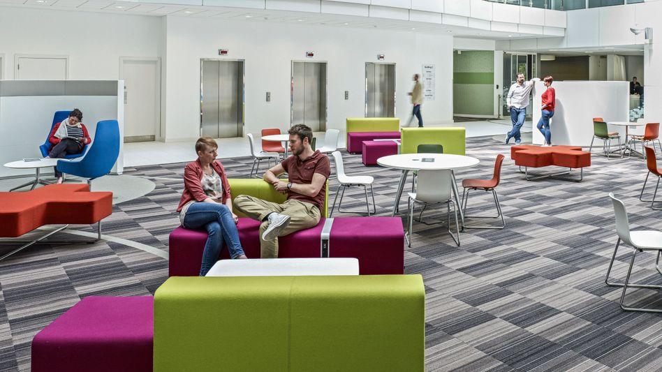 Mitarbeiter-Lounge auf dem Microsoft Campus im britischen Reading