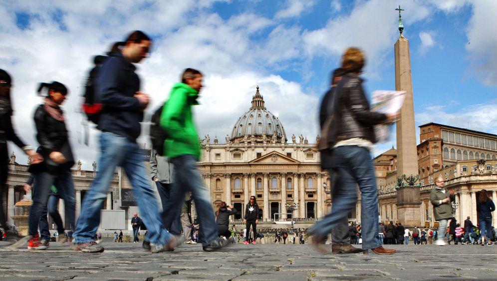 Papstwahl: Geheimnisse hinter hohen Mauern