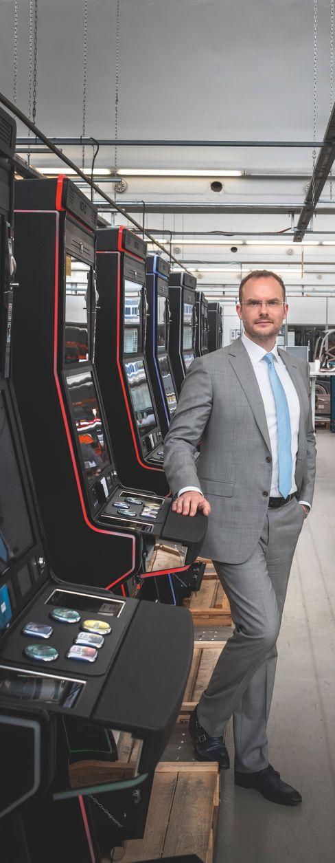 """""""Gehe nicht davon aus, dass es zu einem Wachstumsschub kommen wird"""": Löwen Entertainment-Manager Daniel Henzgen"""