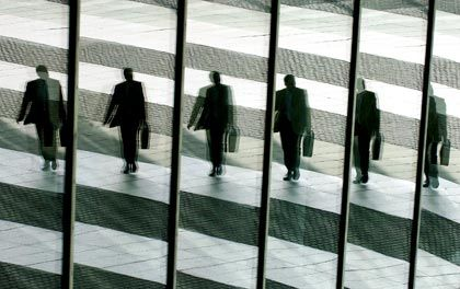 Schwieriger Start: Die Hürden für den Berufseinstieg für Betriebs- und Volkswirte liegen immer höher