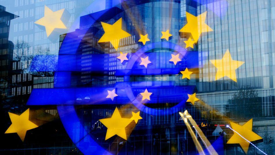 Euroland in der Schuldenkrise: Selbst Anleihen von Ländern mit dem begehrten AAA, wie Deutschland es besitzt, verkaufen sich nicht mehr wie von selbst