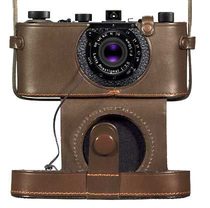 Leica-Prototyp 2: Altehrwürdig im Leder-Etui