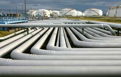 Raffinerie der Firma Total in Leuna: Ölpreis steigt wieder