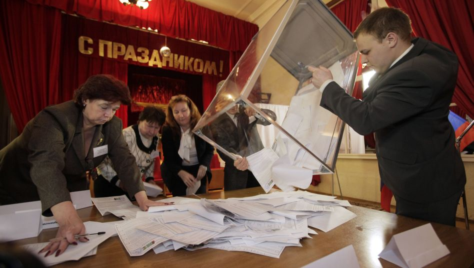 Stimmauszählung in St. Petersburg: Die Wahlbedingungen sind laut OSZE klar auf Putin zugeschnitten gewesen