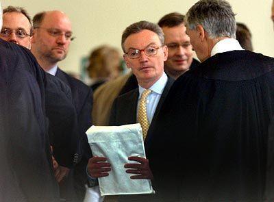 Jeder hat sein Päckchen zu tragen: Klaus Esser vor seiner ausführlichen Aussage