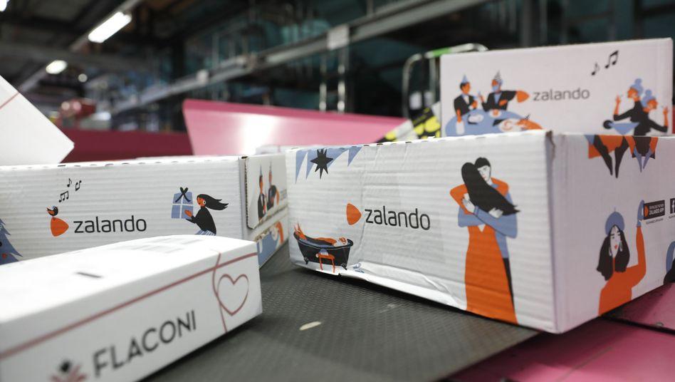 Zalando-Pakete in einem DHL-Versandzentrum