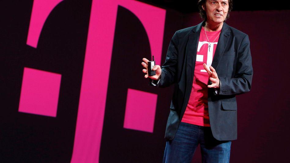 John Legere: Der Chef der Telekom Tochter T-Mobile US lässt mit einem spektakulären Schachzug aufhorchen. Der Manager steuert mittlerweile einen Großteil zum Konzerngewinn der Telekom bei. Jetzt will er jedem festen Kunden von T-Mobile US eine Aktie des Anbieters schenken