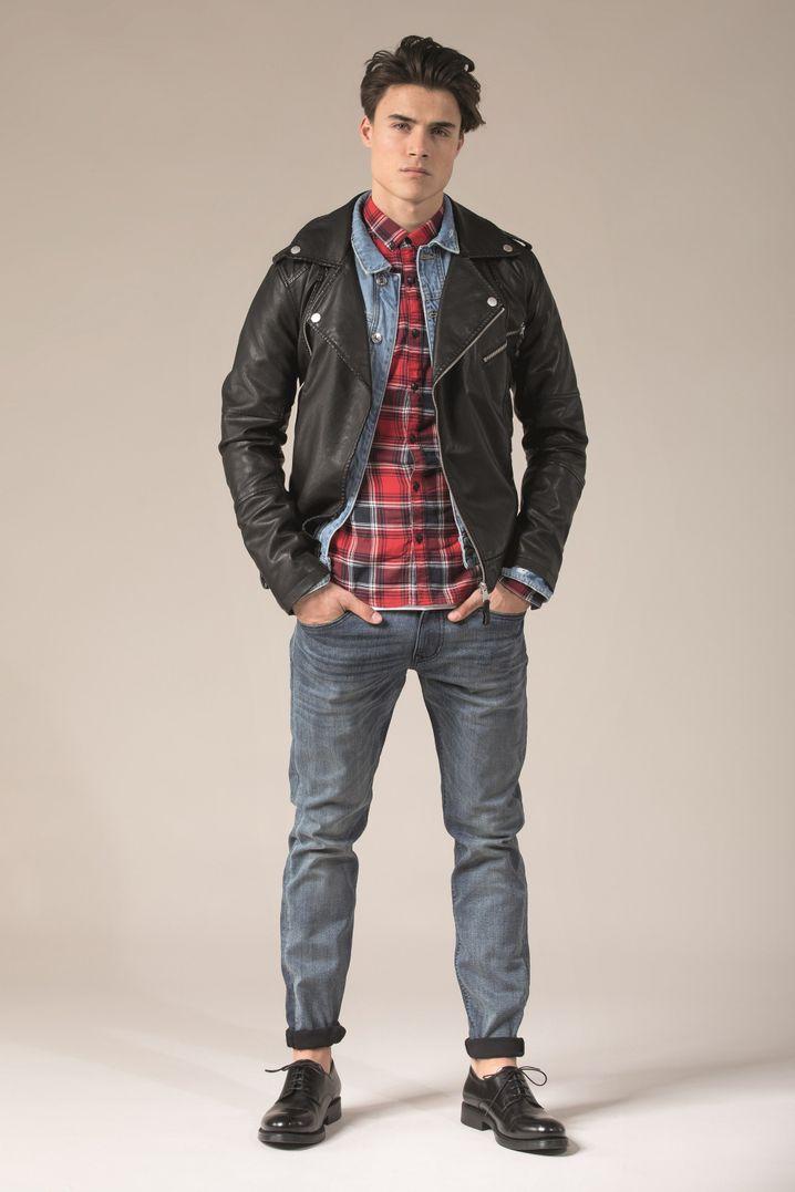 Vor allem das mehrfarbige Oxfordkaro soll in der Männermode im Winter im Trend liegen. Hier zum Beispiel im klassischen karierte Männerhemd von Tom Tailor Denim (Bikerjacke ca. 100 Euro, Jeansjacke ca. 70 Euro, Hose ca. 60 Euro, Hemd ca. 40 Euro).