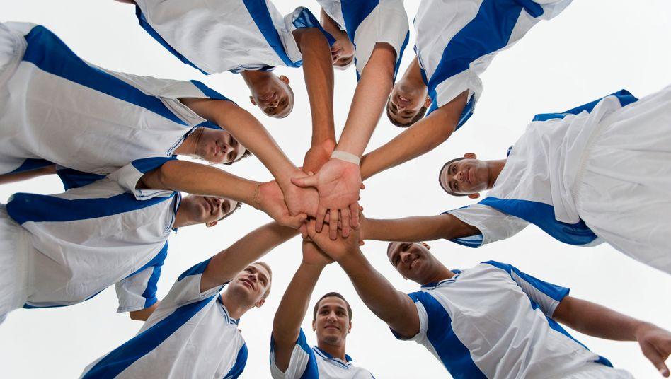 Mannschaftssport schweißt zusammen: Auch eine lebendige Unternehmenskultur kann das Betriebsklima erheblich verbessern