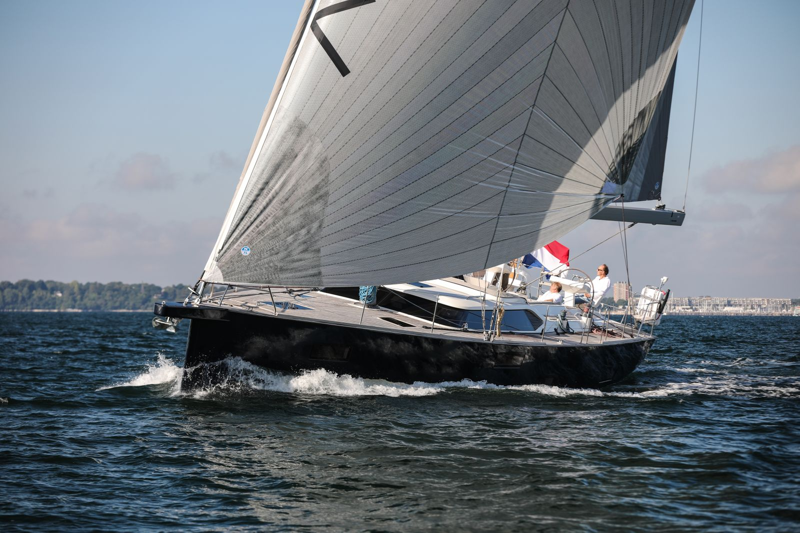 3_EYOTY2021 Contest 55CS Luxury Cruiser YACHT_N.Guenter