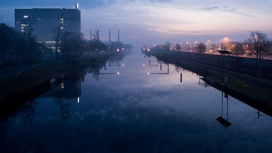 VW-Verwaltungsgebäude am Mittellandkanal in Wolfsburg (Archivaufnahme)