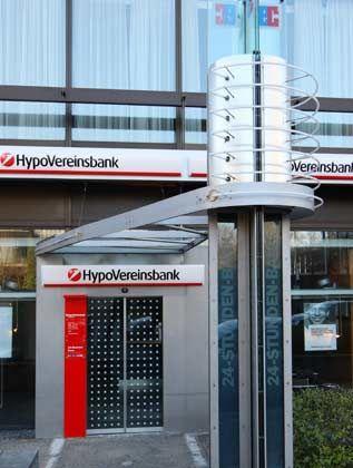HVB mit neuem Logo: Der Streit zwischen ehemaligen Kleinaktionären und Konzernmutter Unicredit geht weiter