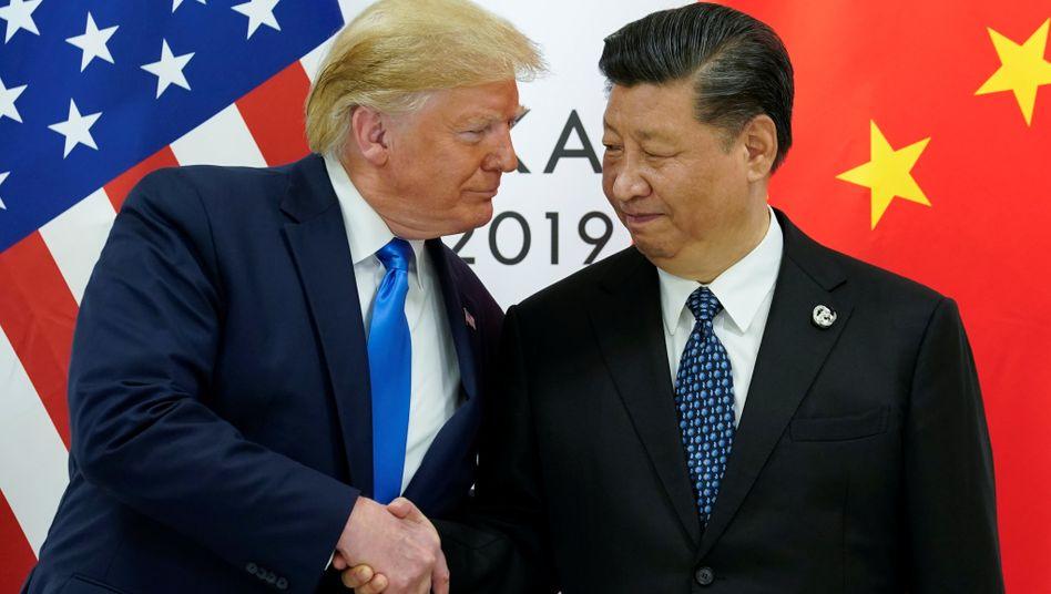 Gesten der Annäherung: US-Präsident Donald Trump und Chinas Präsident Xi Jinping beim G20-Gipfel in Osaka.