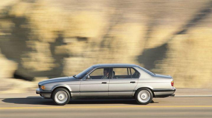 Alle Zwölfe: Die Baureihe E32 lancierte BMW zwar bereits im Vorjahr, doch erst 1987 bot sich dem solventen Kunden im 750i ein Zwölfzylinder mit fünf Litern Hubraum und 220 kW/299 PS PS.