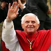 """Papst Benedikt XVI.: """"Wer das Haus seines eigenen Lebens nur auf sichtbare und materielle Dinge - wie Erfolg, Karriere und Geld - aufbaut, der baut auf Sand"""""""