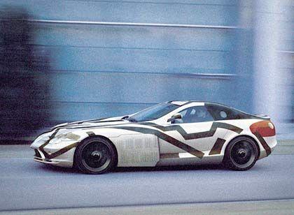 Zugeklebt: Mercedes-Benz SLR