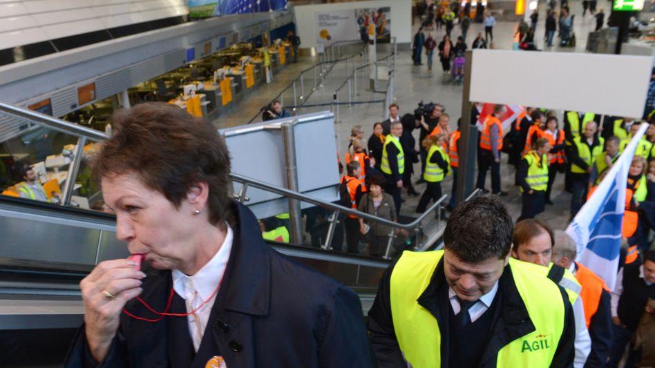 Machtdemonstration: Streikende am Frankfurter Flughafen