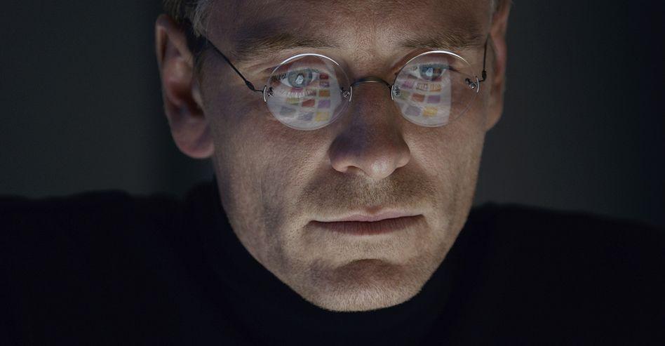 """Flop trotz Staraufgebots? Schauspieler Michael Fassbender in der Rolle des """"Steve Jobs"""""""