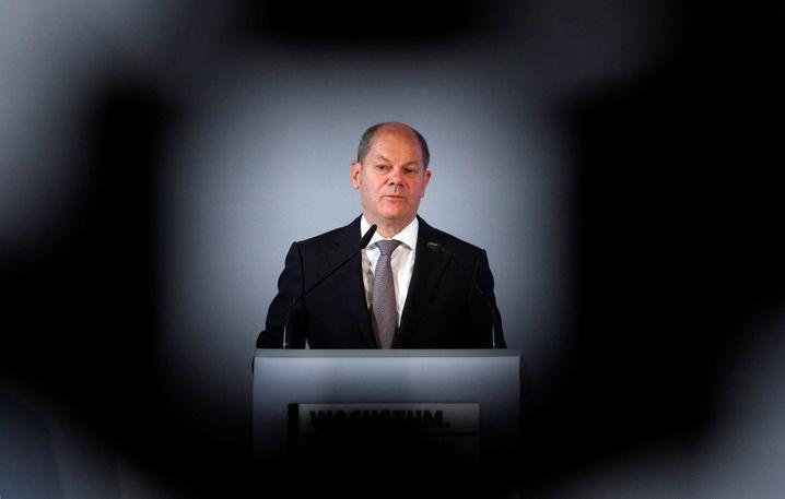 Bundesfinanzminister Olaf Scholz ruft die in Not geratenen Unternehmen in Deutschland auf, die angebotenen Staatshilfen auch anzunehmen