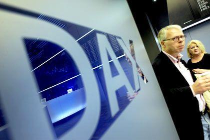Schwach vor der Wahl: Der Dax hat am Freitag den dritten Tag in Folge den Handel mit Verlusten beendet. Auf Wochensicht verliert der Index 2,1 Prozent