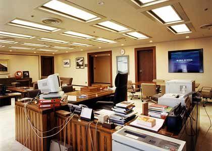 Carlos Ghosn, CEO Nissan Motor, Tokio. November 2001. Branche: Automobile.