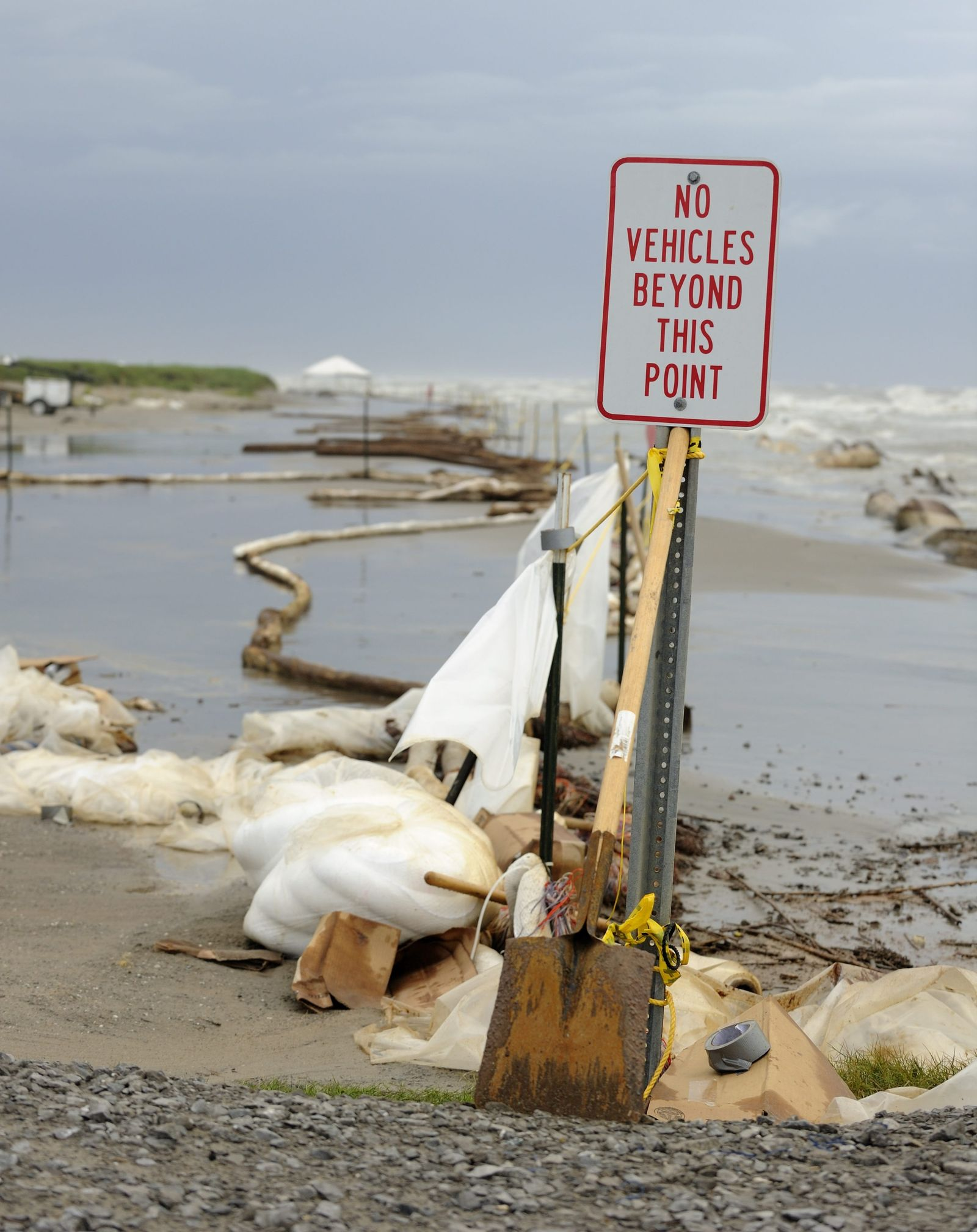 Kampf gegen Ölpest im Golf von Mexiko - Beschädigte Ölsperren