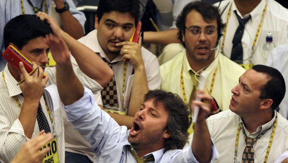 Ruhe als erste Anlegerpflicht: Die Börse kann schnell hektisch werden - im Bild Händler in Sao Paulo