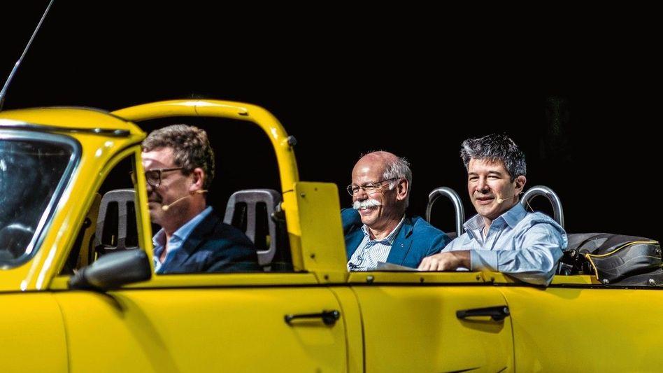 """Oben ohne: Das waren noch Zeiten, als Kai Diekmann (""""Bild"""", l.), Dieter Zetsche (Daimler, M.) und Travis Kalanick (Uber) Optimismus verströmten. Viel geblieben ist nicht davon."""