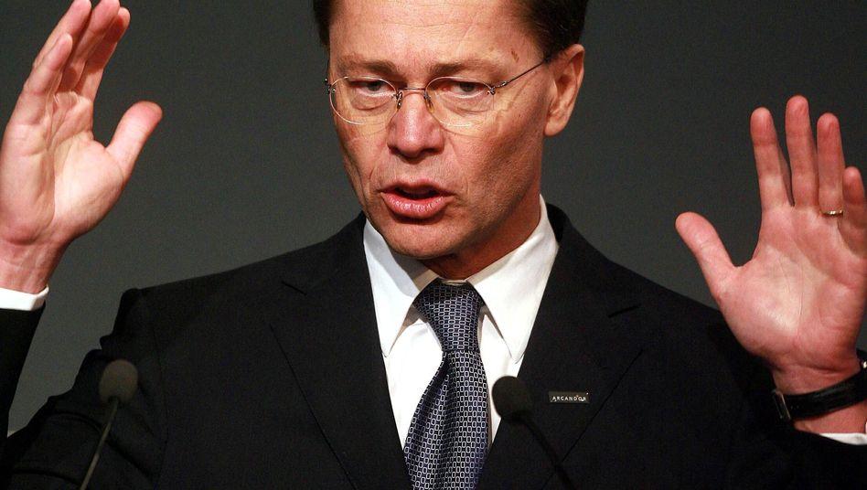 Ex-Arcandor-Chef Thomas Middelhoff: Insolvenzverwalter Hubertus Görg hat den ehemaligen Manager mit einer 175 Millionen Euro schweren Schadenersatzklage überzogen. Jetzt zeigt Middelhoff den Insolvenzverwalter wegen Prozessbetrugs an.