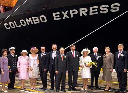 Seit März Hapag-Lloyds Flaggschiff: Das zeitweilig größte Containerschiff der Welt, Colombo Express, bei der Taufe mit Tui-Chef Michael Frenzel