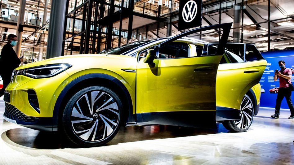 Braucht kluge Köpfe für die Elektro-Offensive: Volkswagen setzt derzeit voll auf Elektromobilität (im Bild der ID.4) und hat nun einen Batteriezellenexperten von Farasis verpflichtet