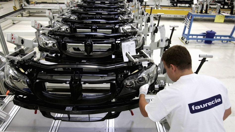 Montage bei Faurecia: Dem Werk für Autositze in Geselhöring droht das Aus