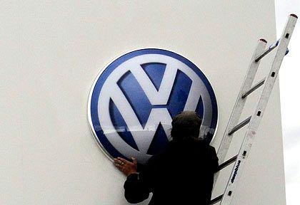 In die Höhe: Die VW-Aktie notierte teilweise bei 1000 Euro und stürzt heute umso heftiger ab. Indexfonds vollziehen die Entwicklung eins zu eins nach.